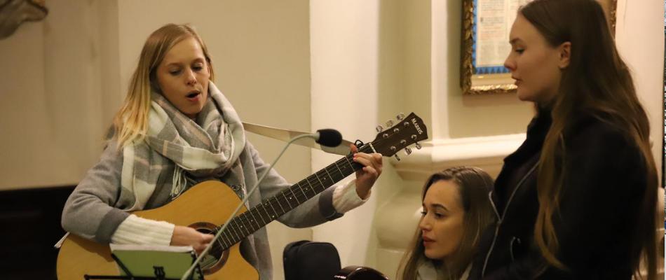 Ks. Paweł Gałuszka podczas Mszy św. dla duszpasterstwa kobiet: Miłość to sens powołania kobiety